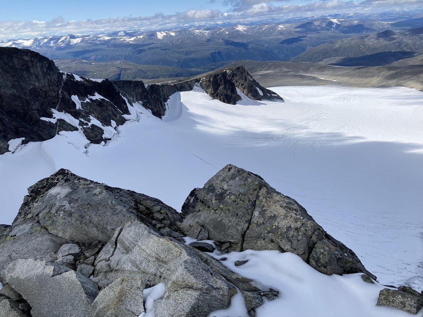 И ледник сразу под обрывом.