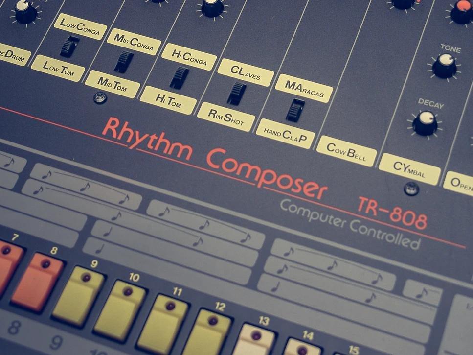 Икона хип-хопа, аналоговая драм-машина Roland TR-808