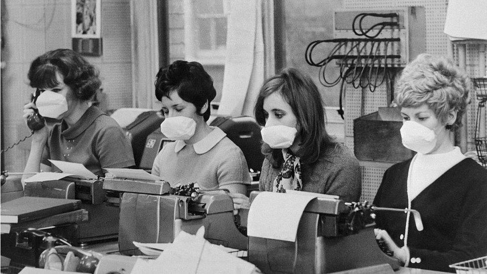так было уже в 1968, олды должны помнить. Тогда все маски носили... потом плавно прошло