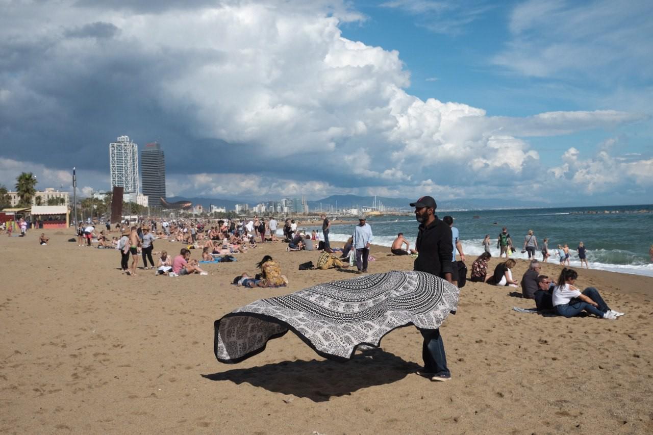 На пляжах продают всякую дичь