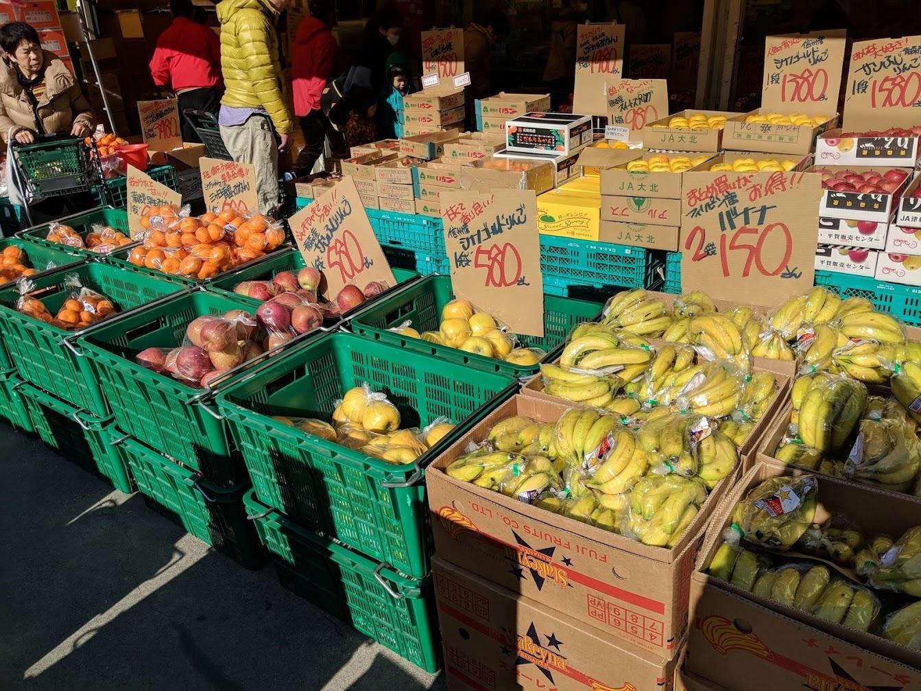 Сезонные яблоки и мандарины. И всесезонные бананы