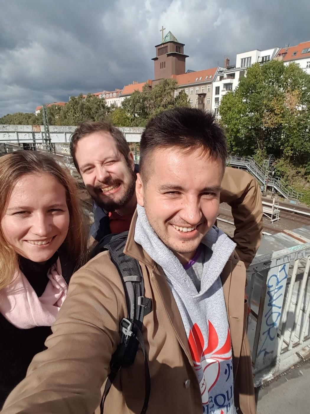 Выходные с друзьями, прогулки по Берлину, даже посмотрели регби под вюрст и пиво. Очень хорошо перезарядил батарейки :)