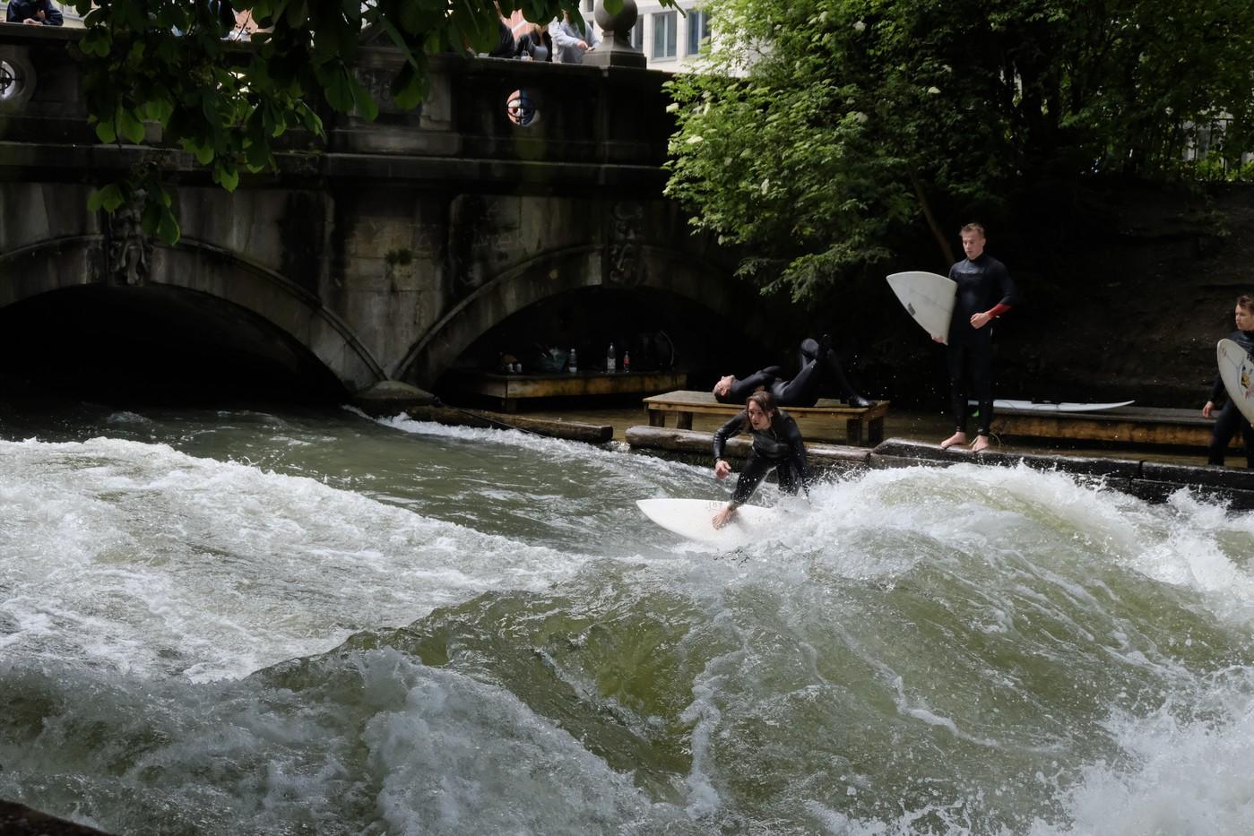 Мюнхен понравился-зеленый (не зеленее Ханчжоу, но это высокая планка), компактный, недалеко от Альп, в центре можно серфить в речке!