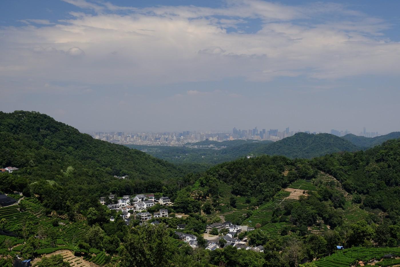 Вернулся в Ханчжоу, предупредил об увольнении, наивно думал, что смогу и нормально работать, и проходить интервью, и оформлять бумажки, и переезжать в Шанхай (мы жили на два города, 200 км, час на быстрой электричке от Шанхая до Ханчжоу).