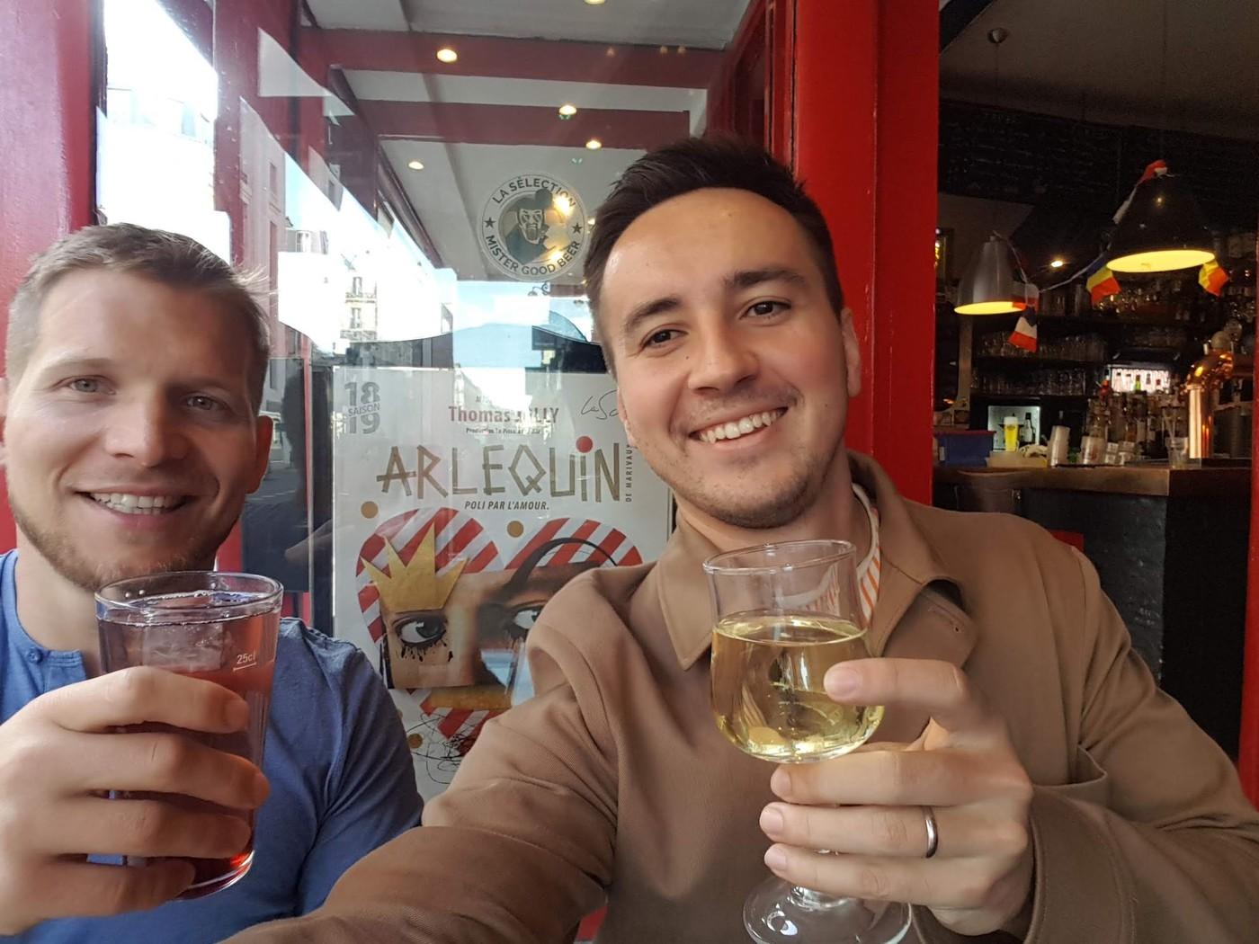 Отличные выходные: блошиный рынок, steak tartar,  музей Моне, встреча с Сильвейном, еще одним Арлекином из Ханчжоу, домашняя вечеринка в честь дня рождения его подруги, где все вели себя как французы