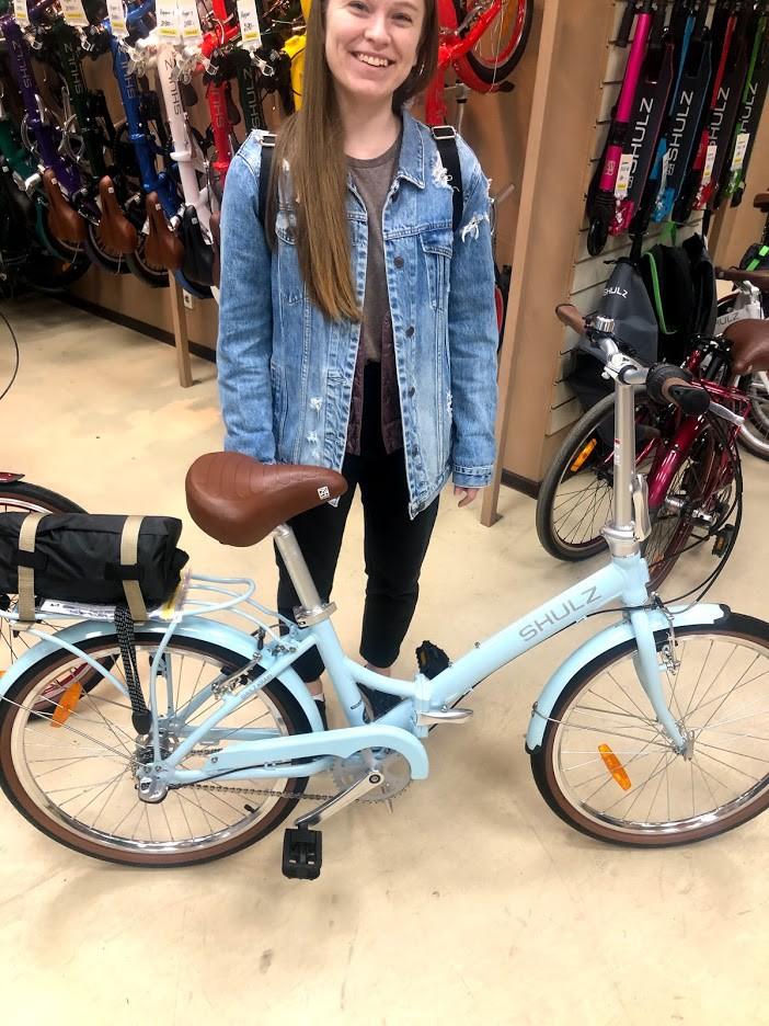 Жена с велосипедом