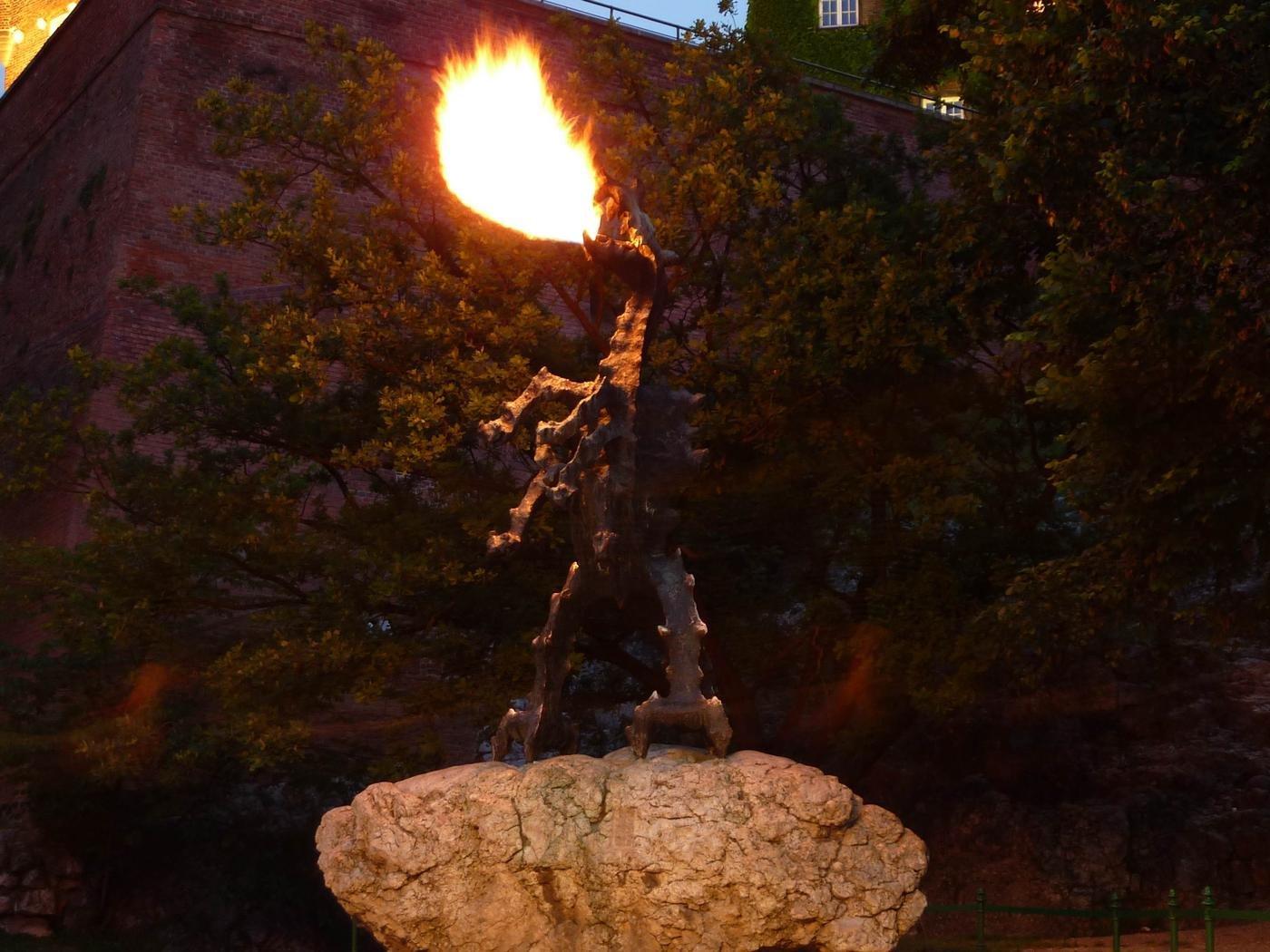 Вавельский Смок дышит огнём