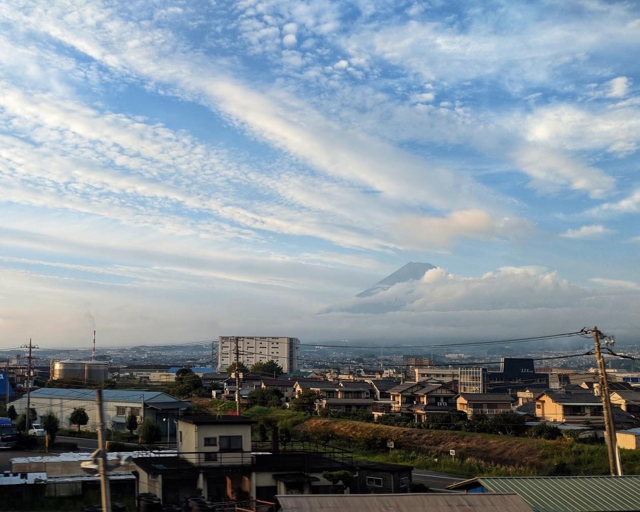 Фудзи выглянул из-за облаков, катим в Нагоя на скорости за 300