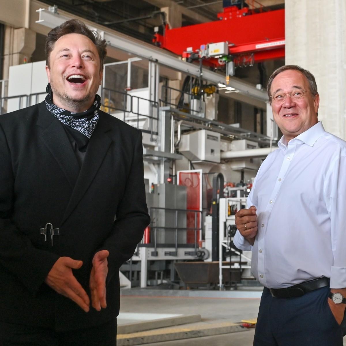 Илончик (слева) и скорее всего уже не будущий канцлер Германии Лашет (правоцентристее)