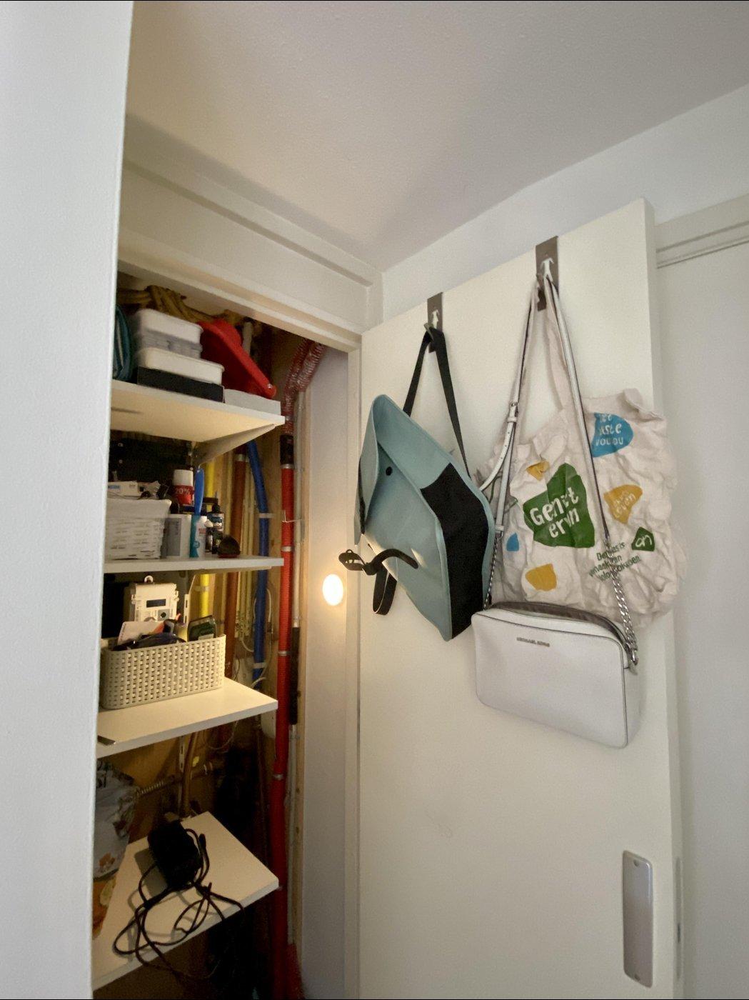 Технический шкафчик и место хранения сумок