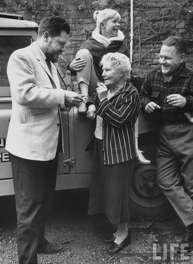 Семья Дарреллов (без Лесли) в зоопарке на Джерси. 1960-ый год.