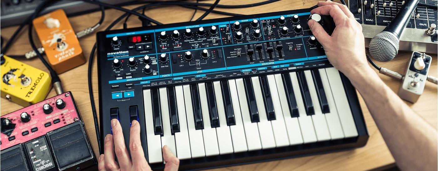 Novation Bass Station 2, один из распространённых современных синтезаторов в комбинации с клавиатурой